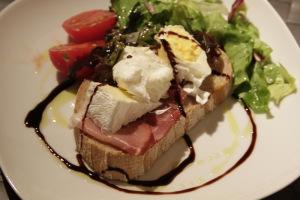 pocket eggs serve with bread, salad and balsamic vinegar