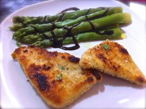 serving turkey cutlet with asparagus