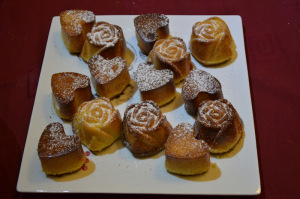 minicakes for saint valentine-roses and hearts © alesimplerecipes