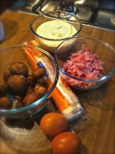 prepare the ingredients: ham, bechamel, mushrooms, egg ans puff pastry