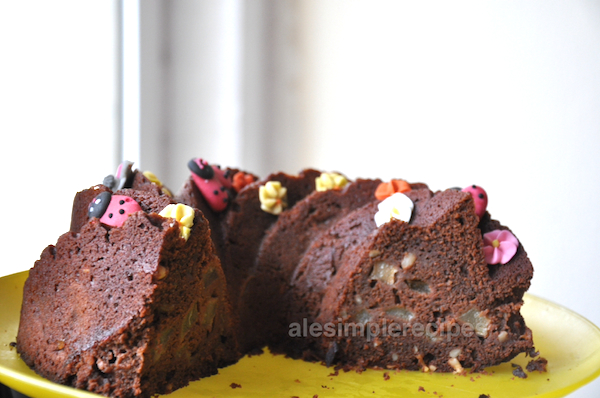 How the chocolate and pear cake look like inside